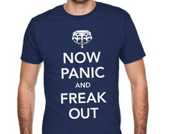 Camiseta Now Panic and Freak Out 046
