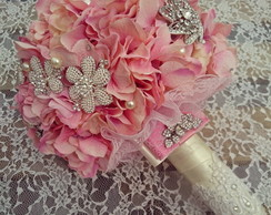 Buque de Hortensias com broches