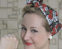Bandana Pin Up Caveiras e Rosas