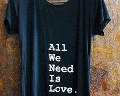Blusa All We Need Is Love