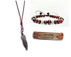 Kit Colar e Pulseiras Pena Never Give Up