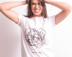 T-shirt: Camiseta Feminina Bordada Hair