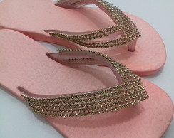 Chinelo Bordado com Strass