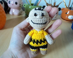Charlie Brown de crochê amigurumi mini