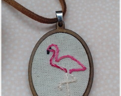 Colar Bordado - Flamingo
