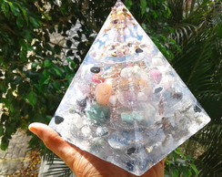 Orgonite de Cristais Super Piramide 1,5Kgx15x14cm