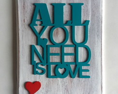 Quadro com aplique de madeira All you need is love