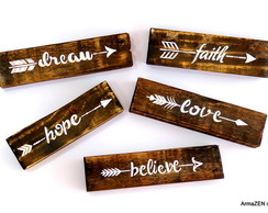 UNITÁRIO-Placas rústicas Flechas - Hope, Love, Dream, Faith