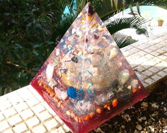Orgonite de Cristais Super Piramide 1,5 Kg Violeta