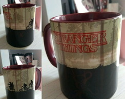 Caneca Colorida Stranger Things