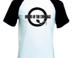 Camiseta Raglan Manga Curta Queens of the Stone Age