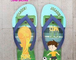 ... Chinelo Copa do Mundo Jogador e a Taça 0ebe8c2384ac1