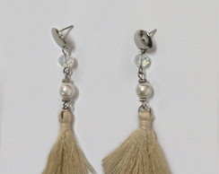 Brinco Tassel off white perolas e cristais