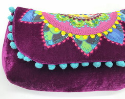Clutch com mandala bordada