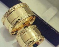 ... Par de Aliança 12MM Prata c  Banho Ouro Bordas diamantadas ddfc33c138