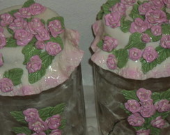 potes decorados com mini rosas