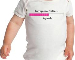 9117f50a41 Body Bebè personalizado Divertido Carregando Fralda Aguarde no Elo7 ...