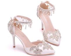 36d269c2a7 Sapato de Noiva personalizado BRANCO COM STRASS SALTO BAIXO no Elo7 ...