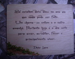 placa com frase do Dalai Lama