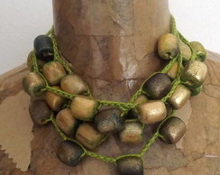 Colares de contas de madeira/sementes e croche (crochet and wood/seeds beads necklaces)