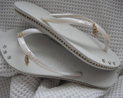 SANDÁLIA CUSTOMIZADA COM STRASS