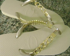 chinelo com strass e metal