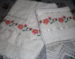 BORDADOS E CROCHE