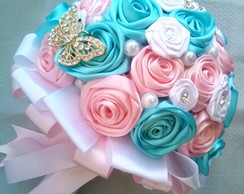 Buquê de Rosa e Tiffany com Broches
