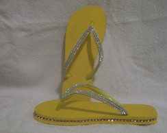 Chinelo Bordado com manta de strass