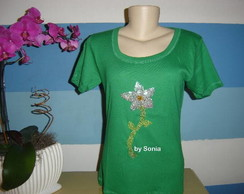 Camiseta verde bordada