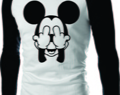 CAMISETA MICKEY DEDO DO MEIO RAGLAN