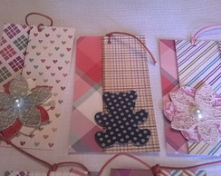 Kit com 5 tags decoradas em scrapbook