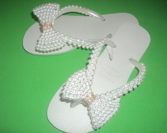 Chinelo customizado com pérolas