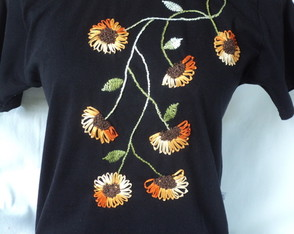 camiseta baby look bordada flores