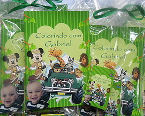Lembrancinha kit colorir mickey safari