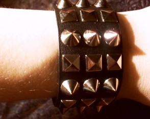 bracelete-gothic-black-queen