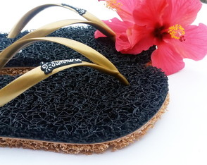 Chinelo Capacho Massageador Summer In - PRETO / DOURADO