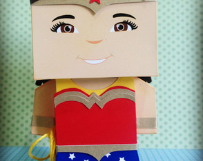 Paper Toy Customizado - Mulher Maravilha