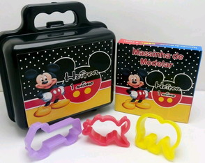 Kit maletinha com Massinha e moldes Mickey