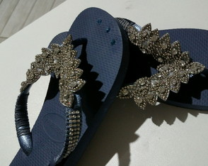 Chinelo Bordado com strass prata