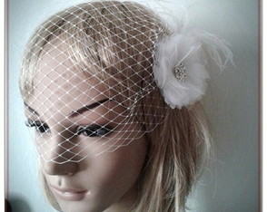 Voilette com fascinator off-white