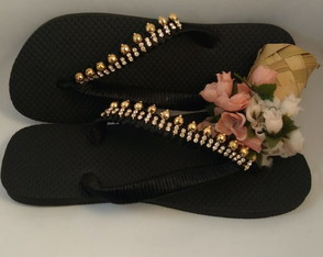CHINELO DE BORRACHA CUSTOMIZADO COM STRASS