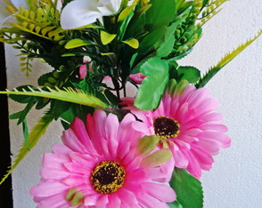 Gerbera artificial Off-White com degradê-rosa