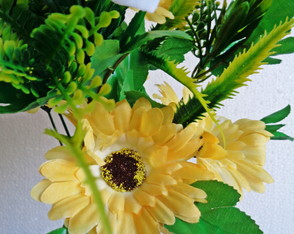 Gerbera artificial Off-White com degradê-amarelo