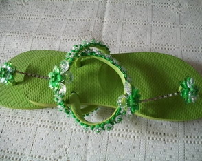 chinelo-bordado-verde