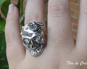 skull-ring-lee-mcqueen-inspired