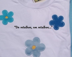 camiseta-customizada-flor-de-feltro