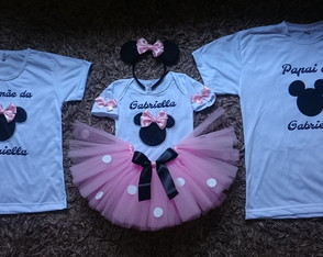 Kit camisetas papai mamãe e fantasia minnie rosa 1 á 6 anos