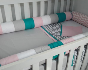 Kit berço 7 pç candy color tifanny chevron rosa cinza