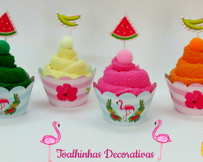 Cupcake de toalhinhas no tema flamingo tropical